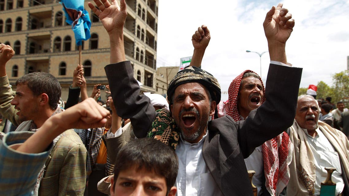 Supporters of Shiite Zaidi rebels chant slogans during a demonstration calling for the government to resign on Aug. 29, 2014, in the capital Sanaa. (AFP)