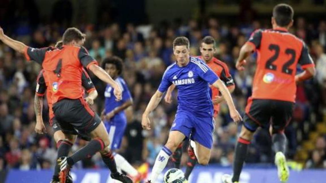 Chelsea's Fernando Torres (C) is surrounded by Real Sociedad players during their friendly soccer match at Stamford Bridge in London, August 12, 2014. (AFP)