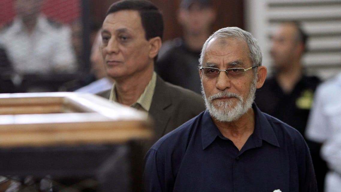 Muslim Brotherhood's Supreme Guide Mohamed Badie (R) looks on during his trial at a court in Cairo, in this May 18, 2014 file picture. reuters