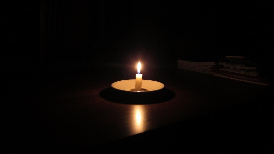 كهرباء مقطوعة ظلام شمعة