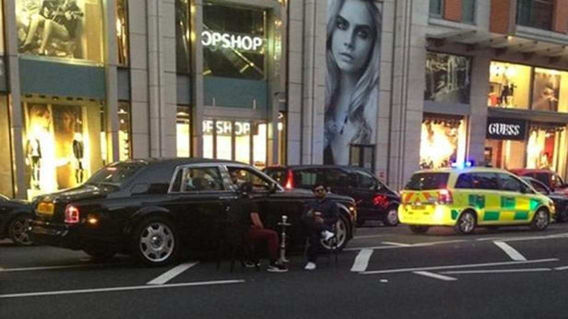 Shisha in the middle of a London street. (Twitter)