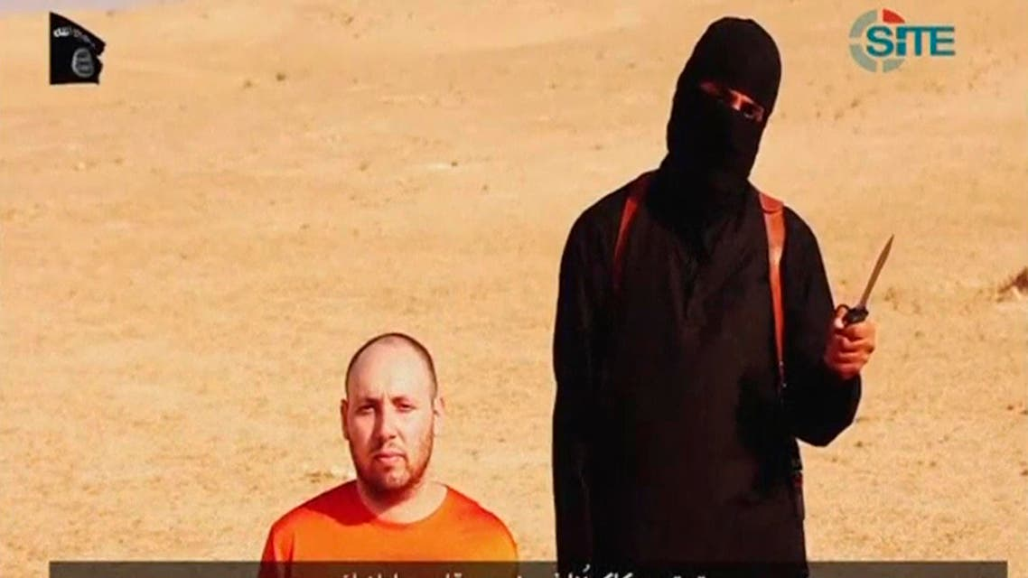 A video purportedly showing U.S. journalist Steven Sotloff kneeling next to a masked Islamic State fighter holding a knife in an unknown location in this still image from video released by Islamic State September 2, 2014. (Reuters)
