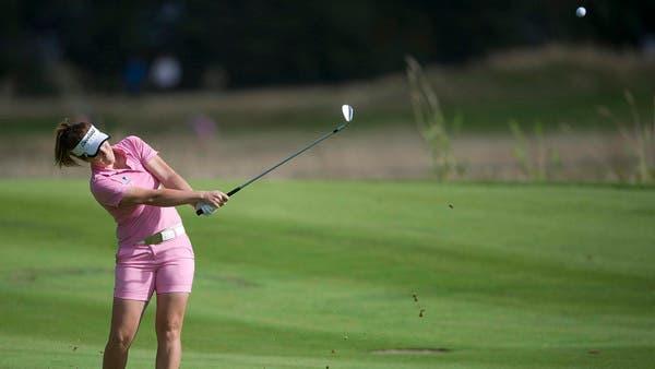 لاعبة الغولف الأسترالية ريبكا ترسل كرتها ضمن بطولة هيلسبيرغ المفتوحة