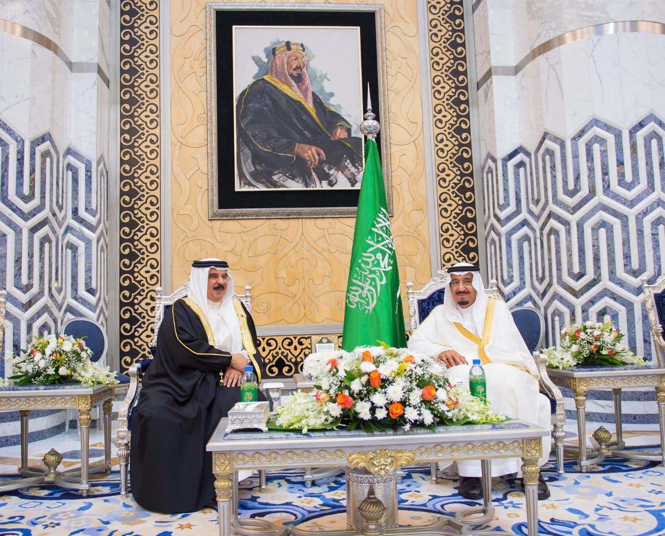 ملك البحرين يصل جدة