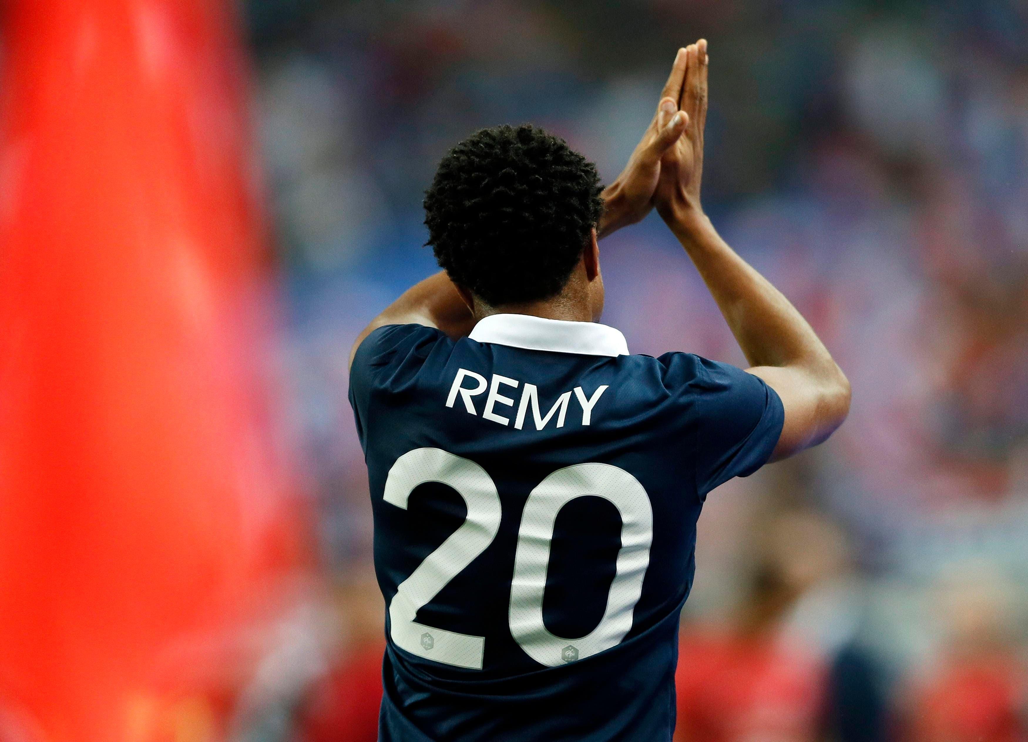 ريمي يلقي التحية على الجماهير الفرنسية