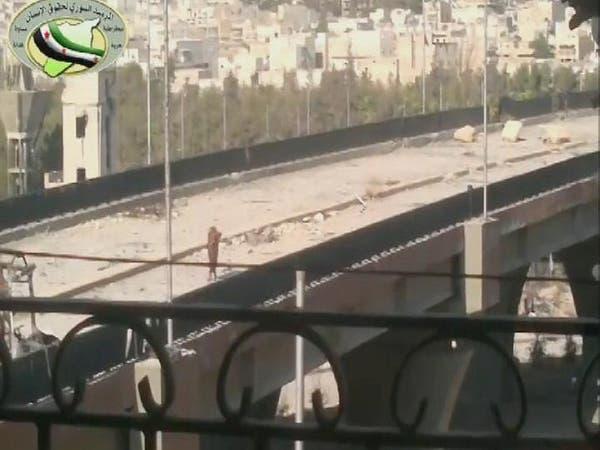 بالفيديو.. إعدام امرأة مختلة عقلياً بيد قناص للأسد