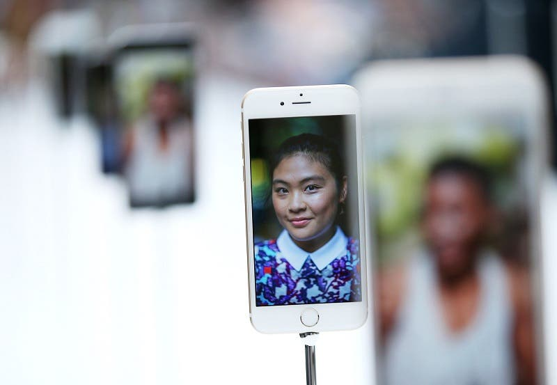 Crowds cheer as Apple unveils new tech
