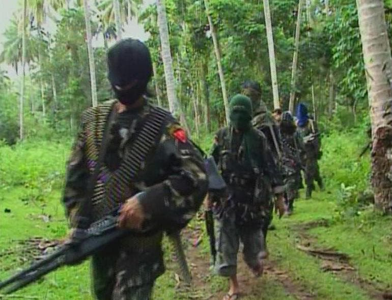 Abu Sayyaf rebels are seen in the Philippines in this video grab made available February 6, 2009. REUTERS