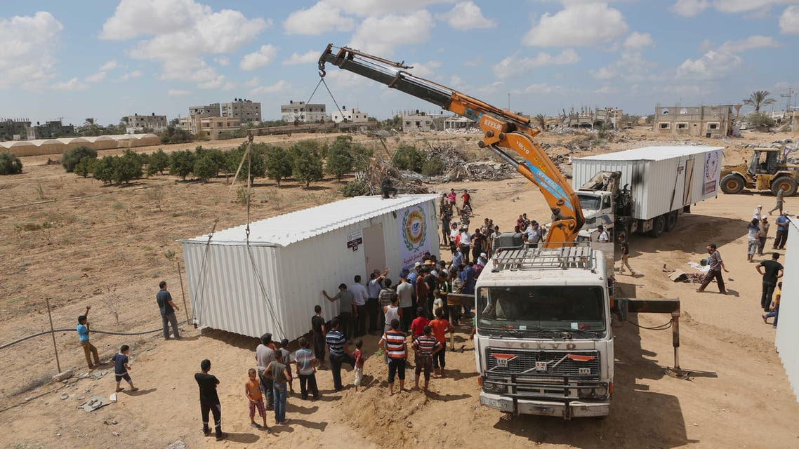 Palestinians receive mobile homes