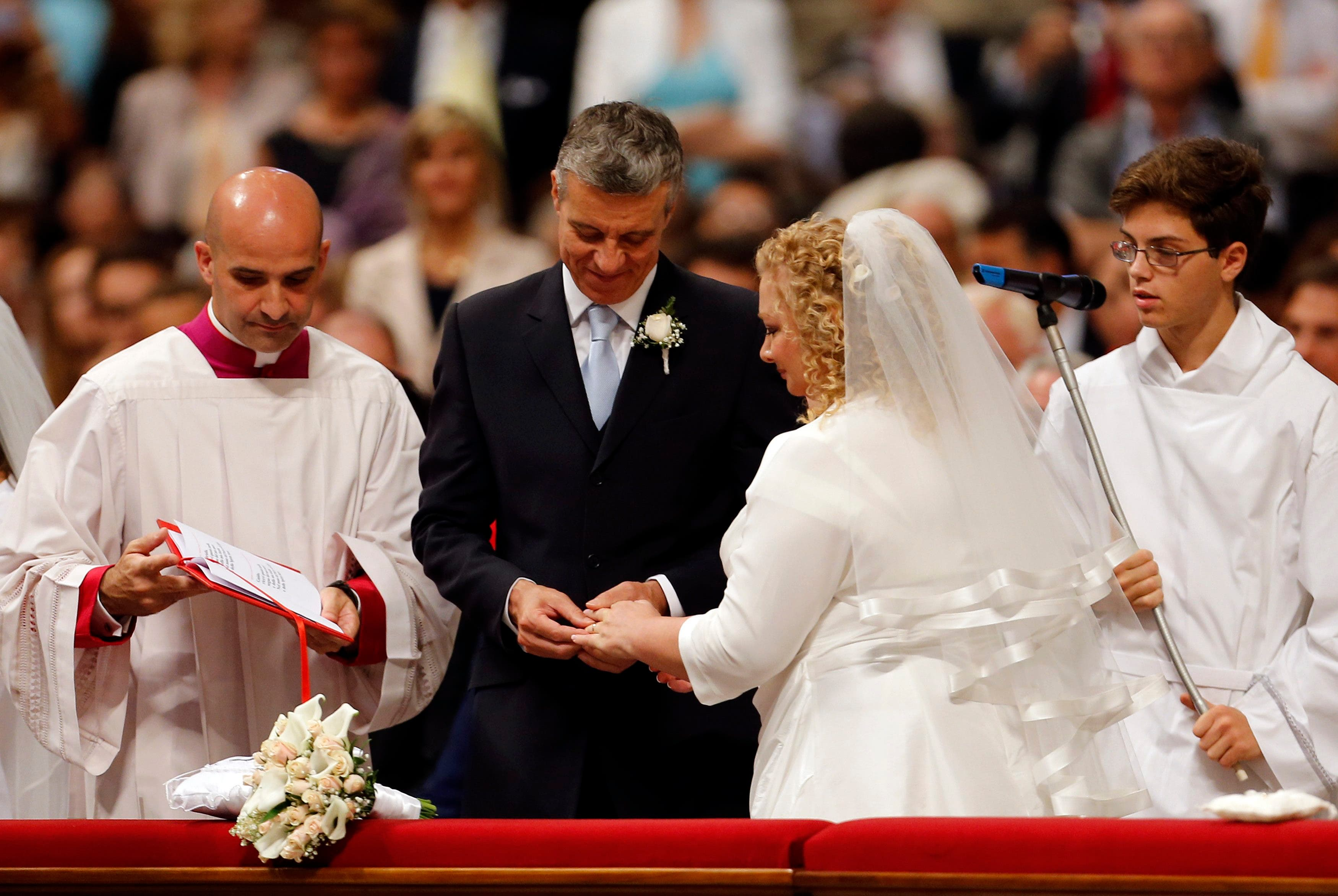 groom exchanges rings with his bride during their wedding mass officiated by Pope Francis in St.Peter's Basilica at the Vatican, September 14, 2014. (Reuters)