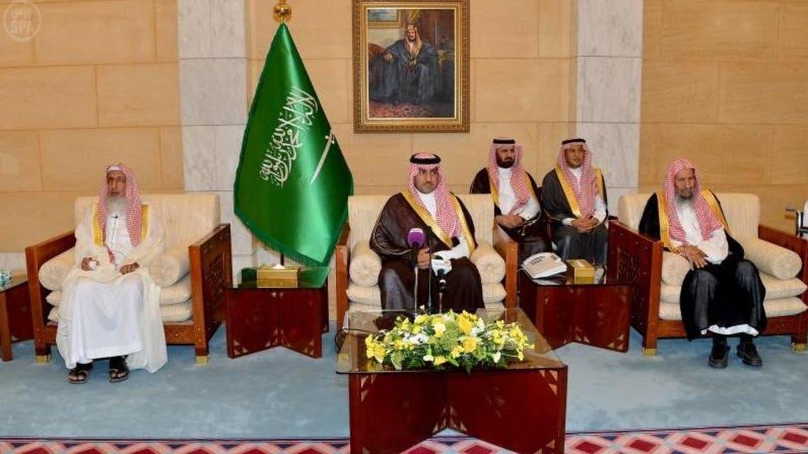 أمير الرياض يستقبل المشايخ
