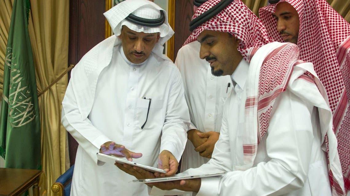مدير جامعة الملك سعودي يدشن