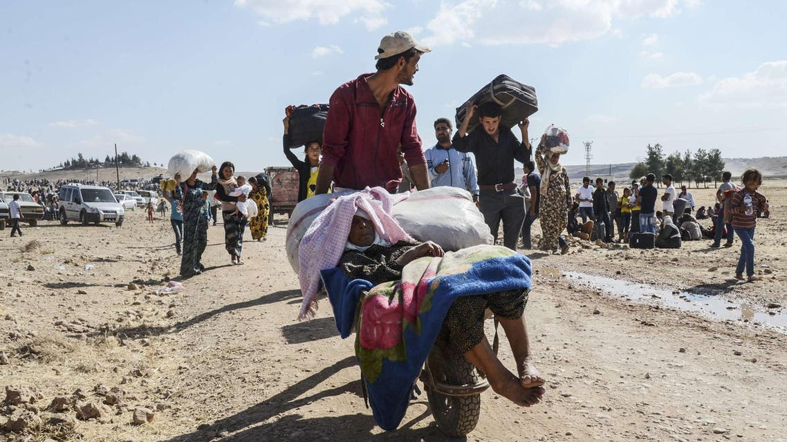 Syrian Kurds flee to Turkey