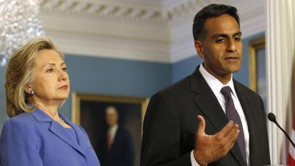 Rich Verma (R), assistant secretary of state in this 2011 photo, next to then U.S. secretary of state Hillary Clinton. (File photo: Reuters)