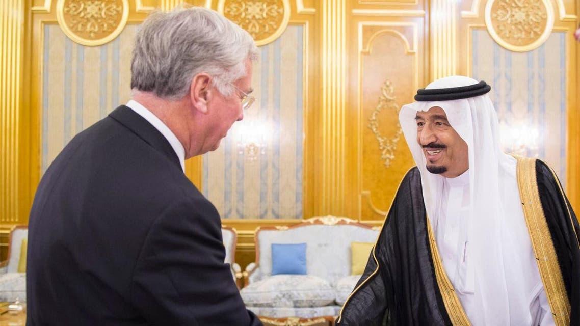 الامير سلمان يستقبل وزير الدفاع البريطاني