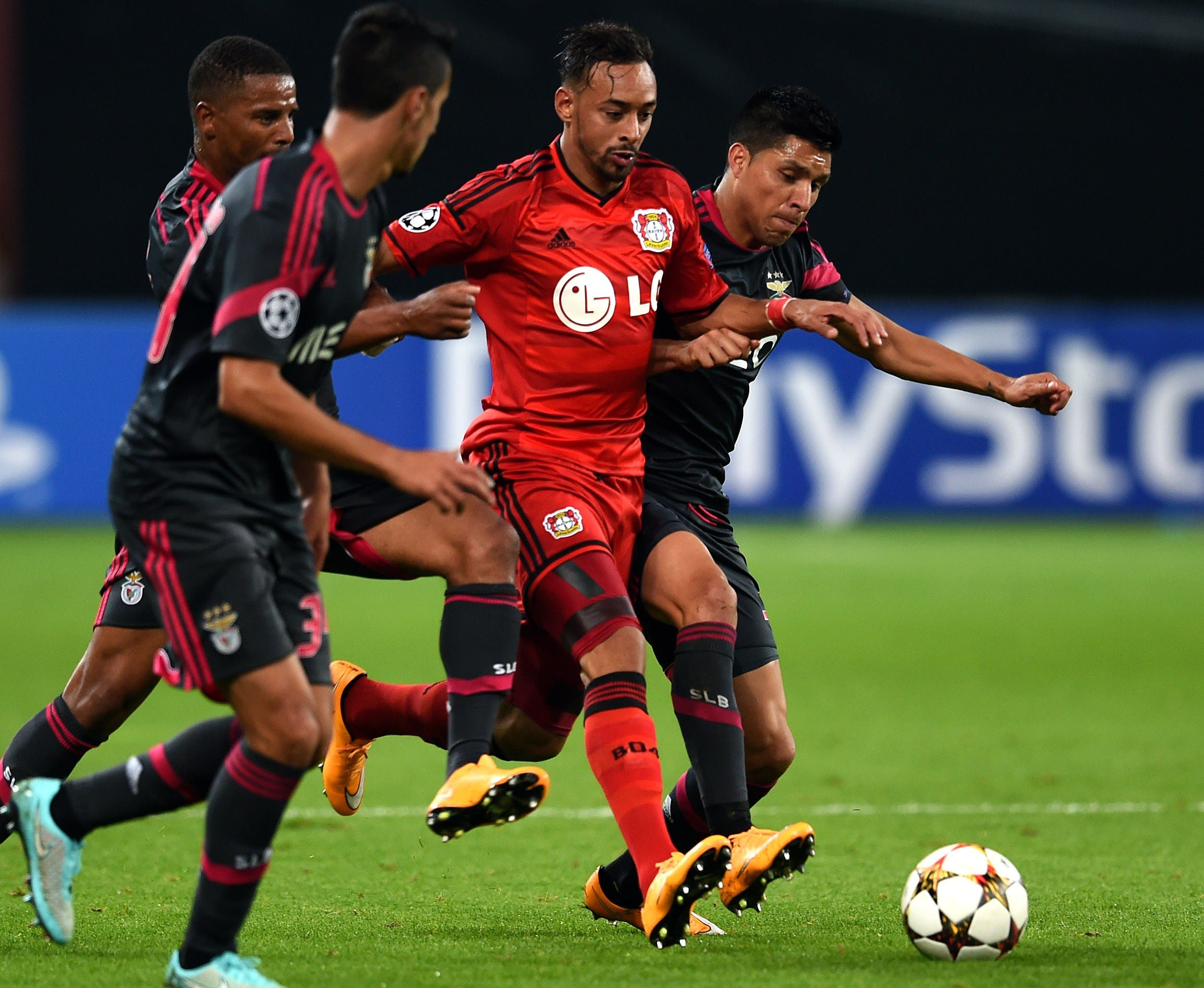 Leverkusen's forward Karim Bellarabi and Benfica's Argentinian midfielder Enzo Perez vie for the ball. (AFP)