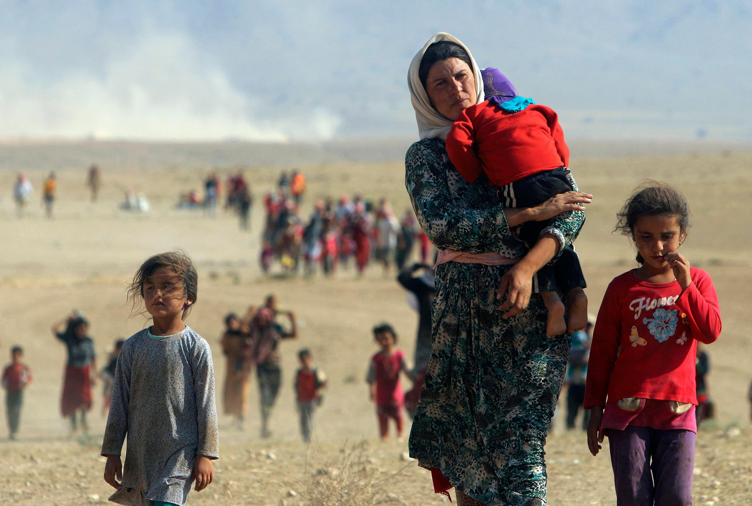 عائلات إيزيدية هاربة من بطش داعش
