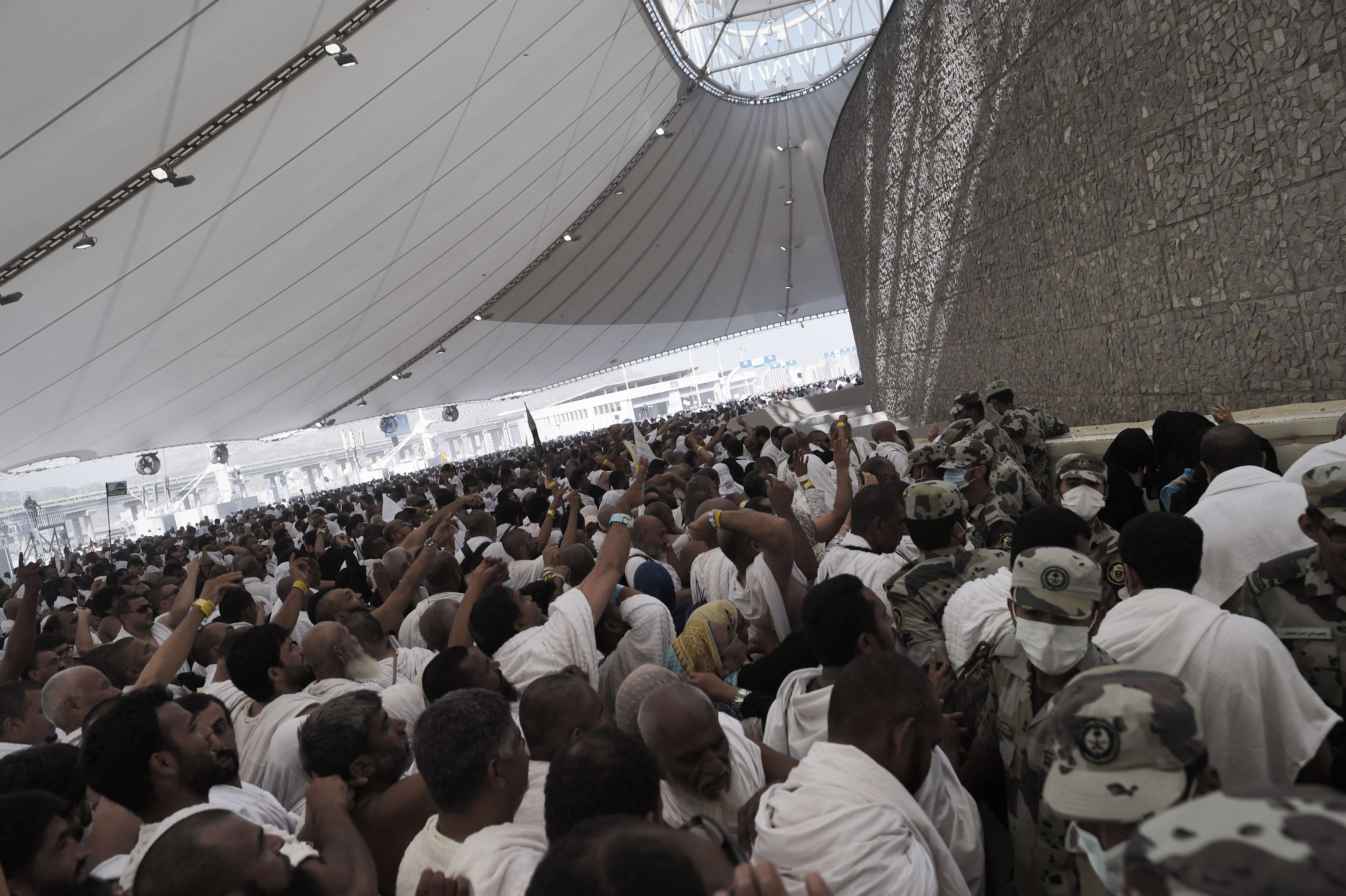 Hajj stoning 2014 AFP
