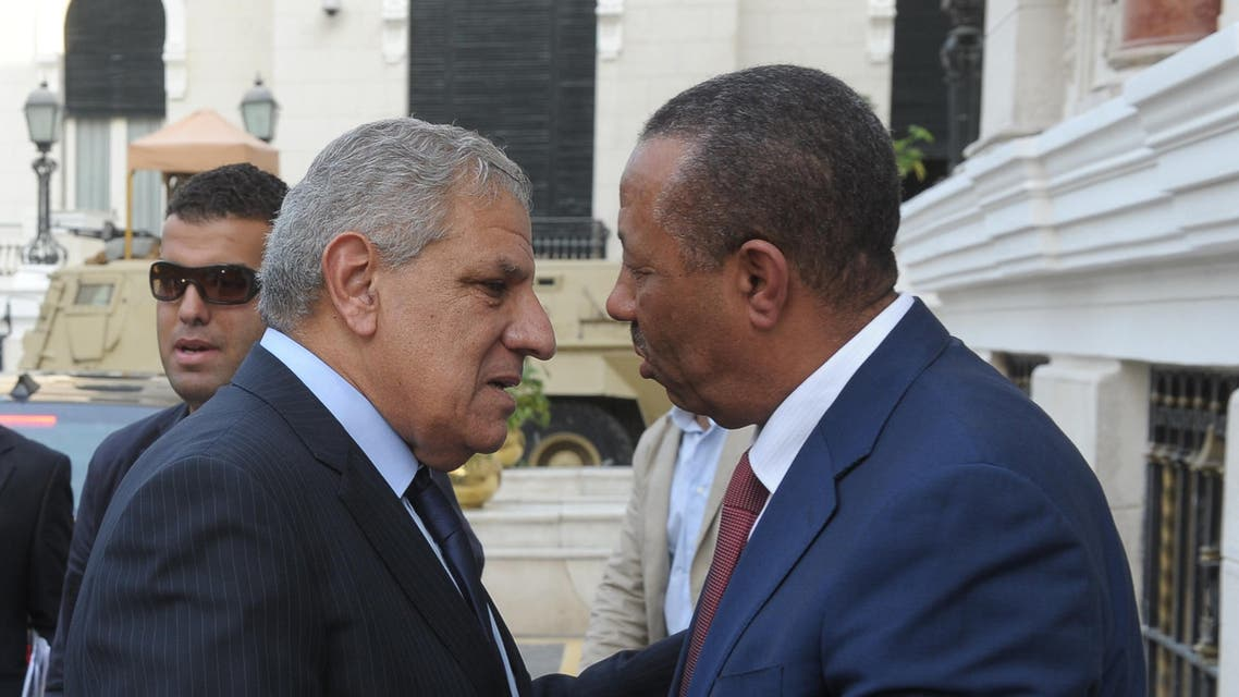 Egypt PM Ibrahim Mahlab (L) greets his Libyan counterpart Abdullah al-Thani in Cairo on October 8, 2014. (AFP)