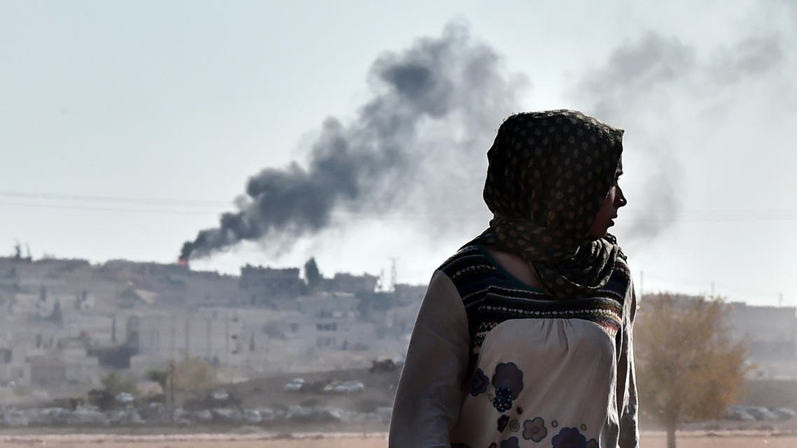 Black smoke rises during ongoing fighting in the Syrian town of Ain al-Arab, known as Kobane by the Kurds, as seen from the Turkish-Syrian border, in the southeastern town of Suruc, Sanliurfa province, on Oct. 8, 2014. (AFP)