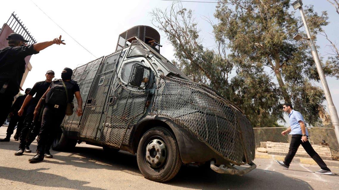 طلاب جامعة في القاهرة شغب عنف مصر الاخوان