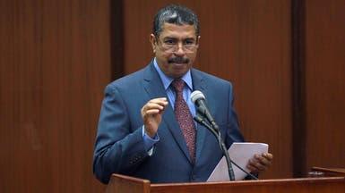 حكومة بحاح تحذر من التعاون مع الحوثي في العبث بالمؤسسات