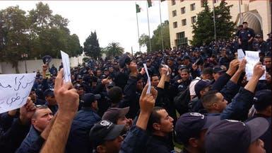 الجزائر..لليوم الثاني رجال الشرطة يواصلون احتجاجاتهم