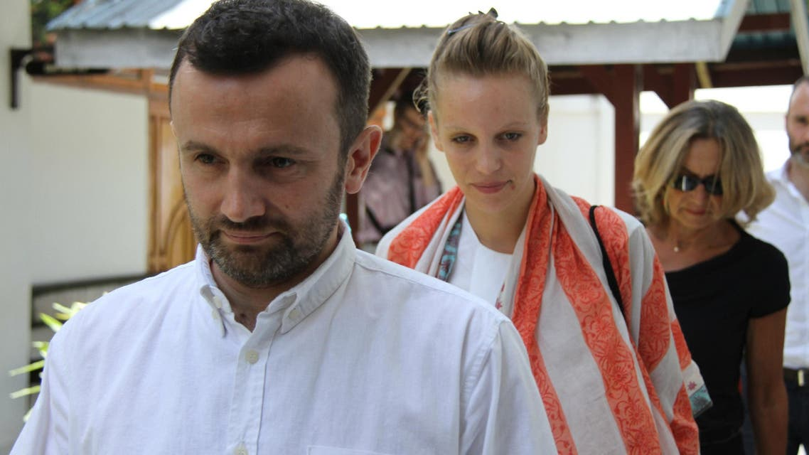 Two French journalists, Thomas Dandois (L) and Valentine Bourrat (C) arrive at a court in Jayapura in Indonesia's eastern Papua province on October 20, 2014 to face trial. (AFP)