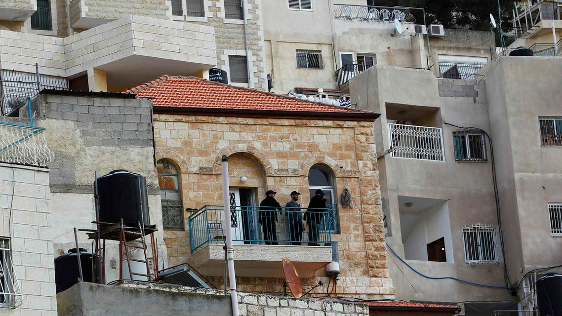 Israeli guards stand on the balcony of a house purchased by Jews in the mostly Arab neighbourhood of Silwan in east Jerusalem October 20, 2014. REUTERS