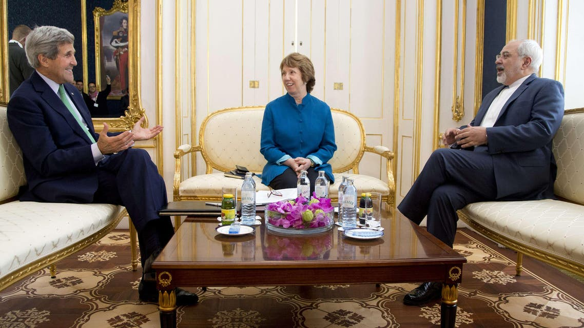 U.S. Secretary of State John Kerry (L), European Union High Representative Catherine Ashton, and Iranian Foreign Minister Mohammad Javad Zarif participate in a trilateral meeting in Vienna, Austria, on Oct. 15, 2014. (AFP)