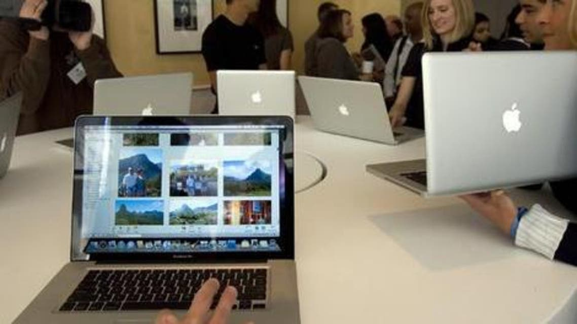 Journalists look at the new MacBook Pro notebook computers. Photo: Reuters