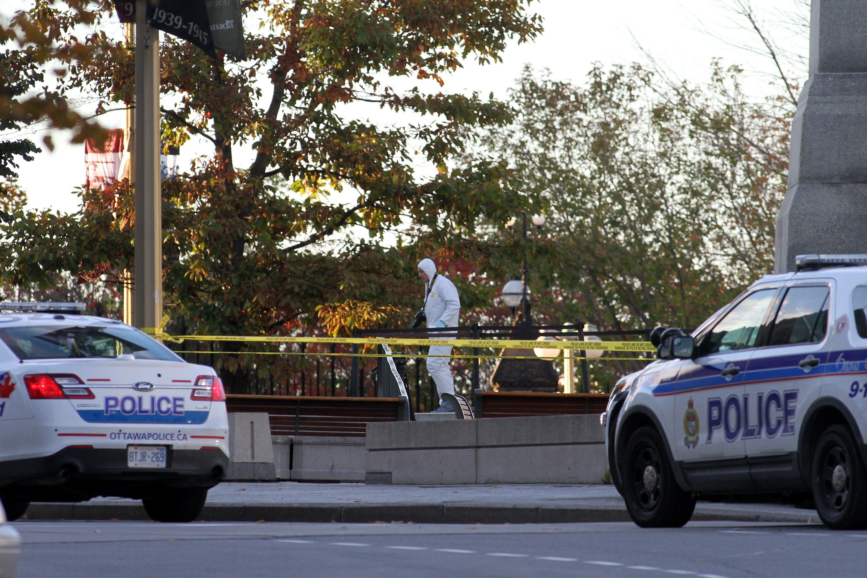 Forensic police officers work near the National War Memorial in Ottawa, Canada on Wednesday October 22, 2014 after a gunman opened fire killing a soldier before entering Parliament Hill and firing several shots in the building. AFP