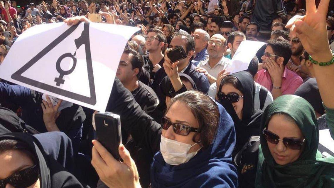 إضراب عام ومظاهرات في أصفهان ضد حرق النساء