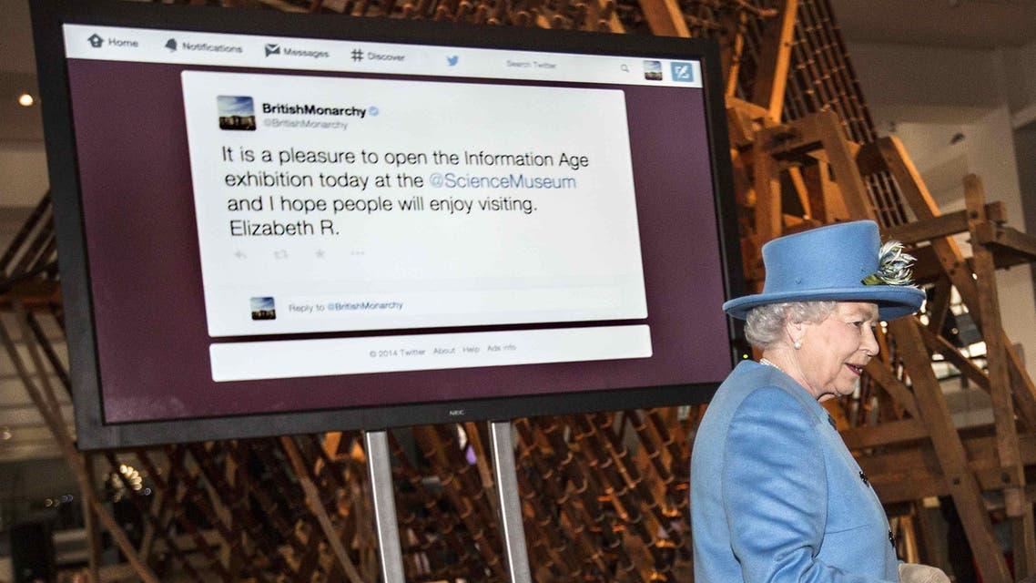 أول تغريدة شخصية لملكة بريطانيا