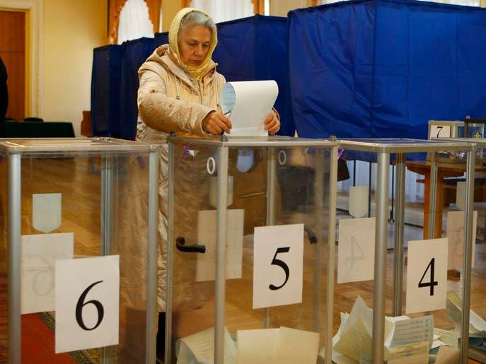 بدء التصويت بالانتخابات التشريعية المبكرة بأوكرانيا