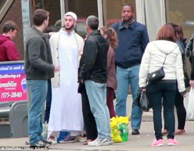 هذا ما يحدث لمن يهاجم الإسلام في كندا
