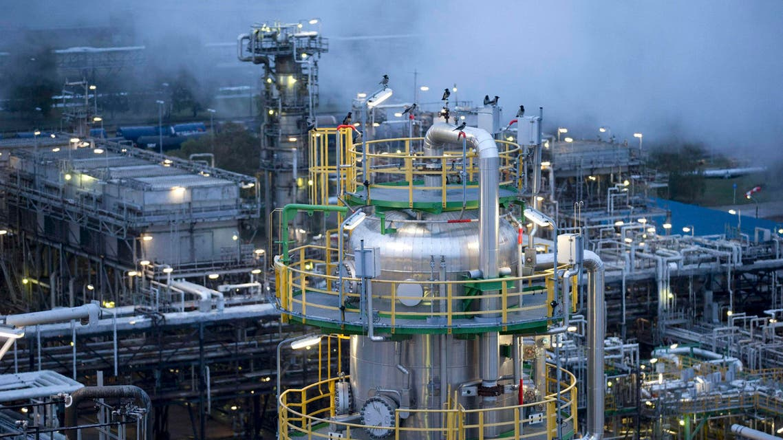 General view of the Petrolchemie und Kraftstoffe oil refinary in Schwedt-Oder, October 20, 2014. (Reuters)