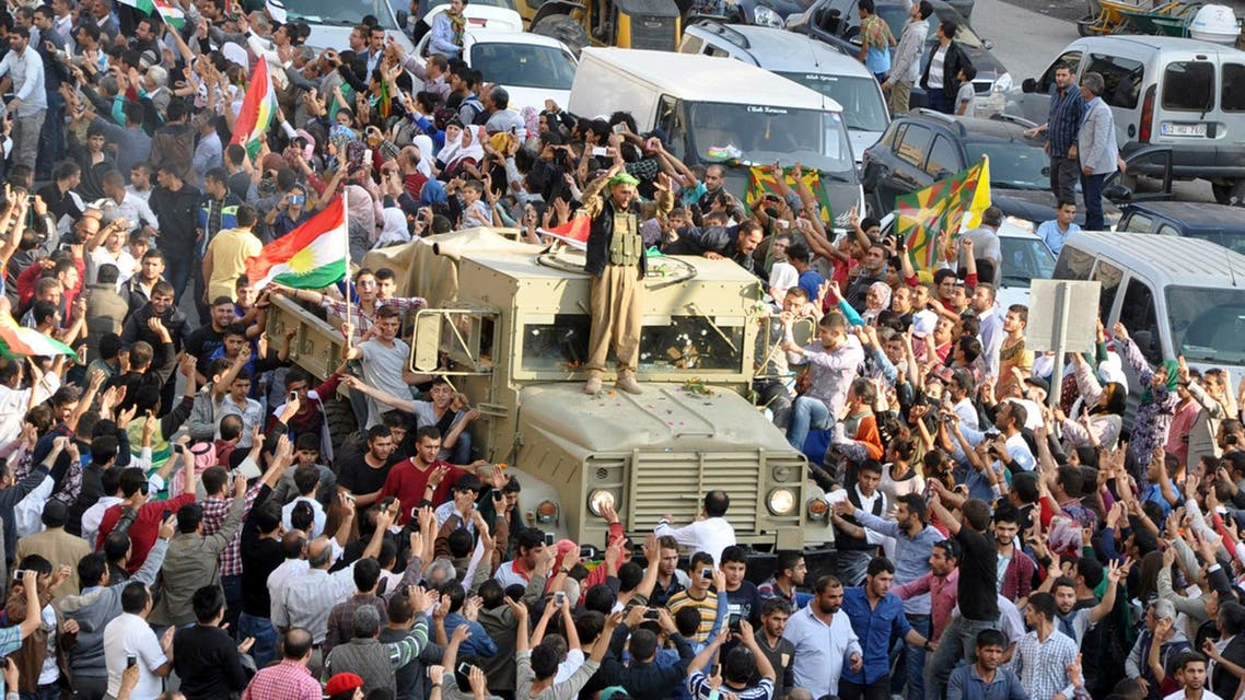 A convoy of peshmerga vehicles is escorted by Turkish Kurds on their way to the Turkish-Syrian border, in Kiziltepe near the southeastern city of Mardin Oct. 29, 2014. (AFP)