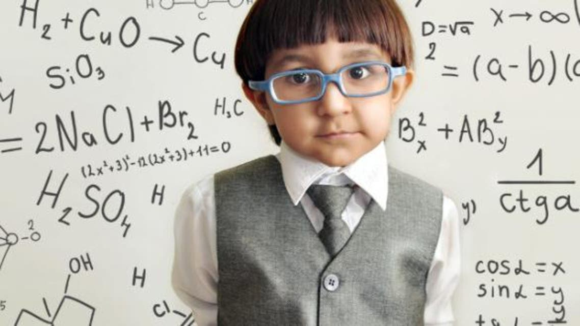 طفل ذكي مدرسة ذكاء