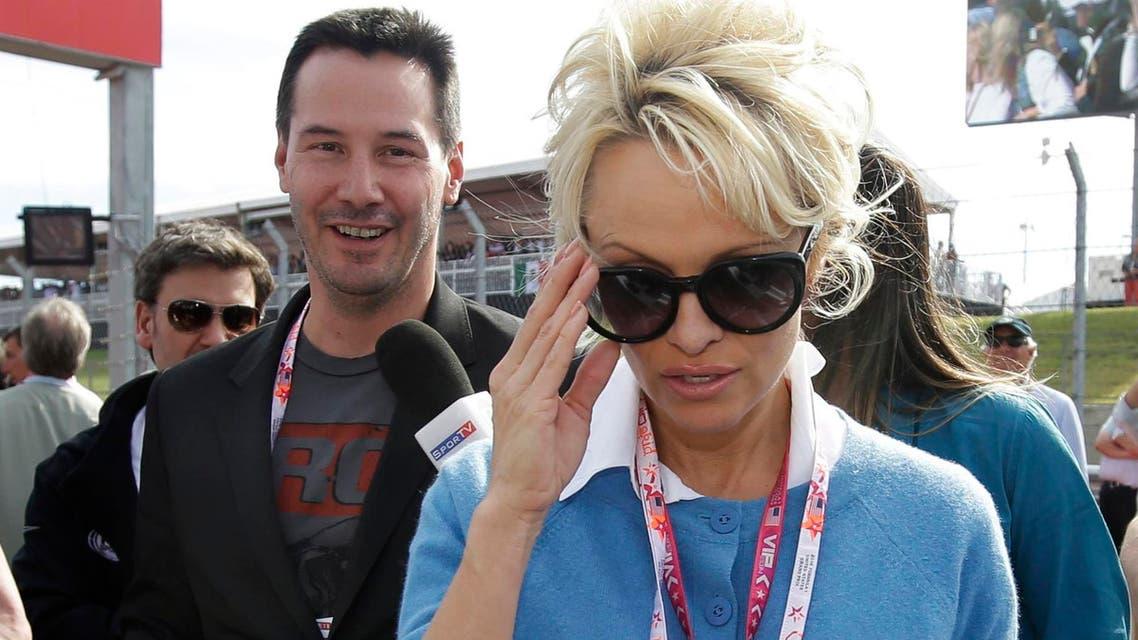 باميلا أندرسون وكيانو ريفز في حفل سباقات غراند بريكس