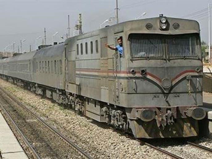 بماذا رد الأب قاتل أطفاله الـ3 بإلقائهم أمام القطار على النيابة؟