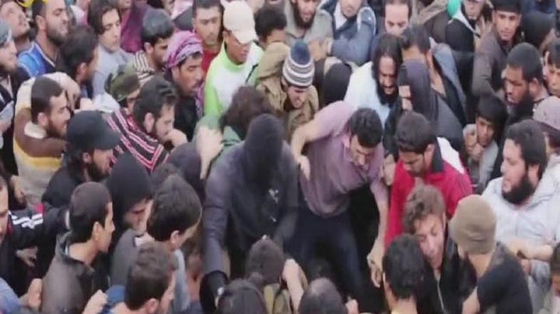Video: ISIS crowd stomp Syrian soldiers to death - Al