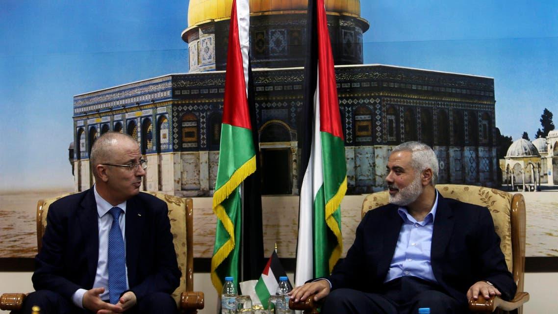 Senior Hamas leader Ismail Haniyeh (R) speaks with Palestinian Prime Minister Rami Hamdallah at Haniyeh's house in Gaza City October 9, 2014. (Reuters)