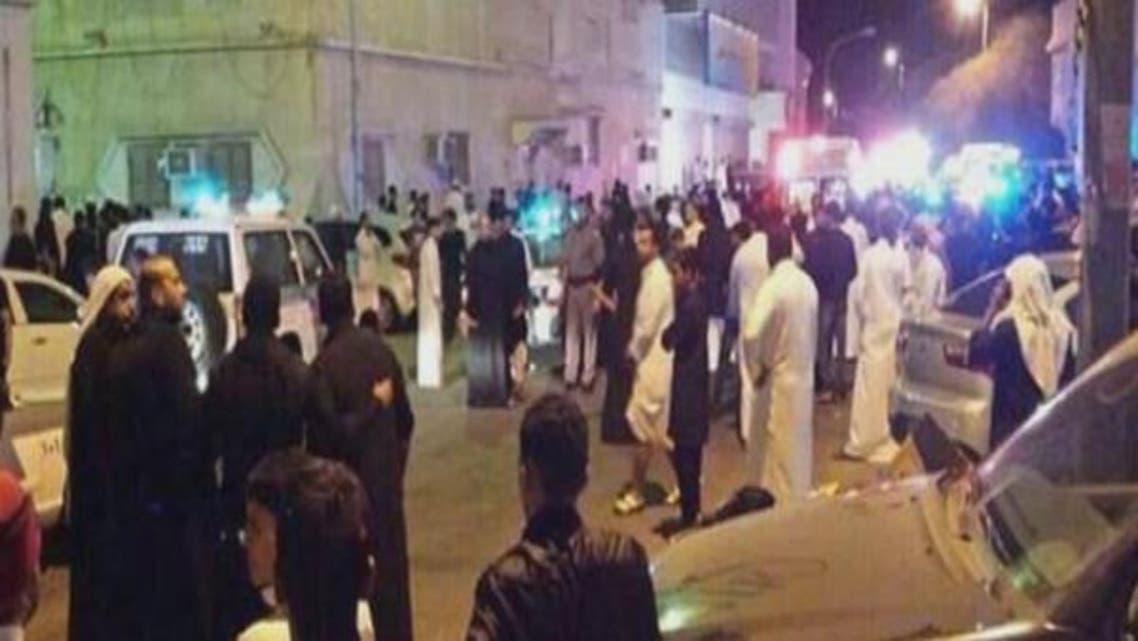 سعودی عرب میں عاشورہ محرم کے موقع پر الحسینہ کے مقام پر ہونے والے دھماکے کے بعد کا منظر۔