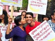 """""""قبلة الحب"""".. تهز الهند المحافظة"""
