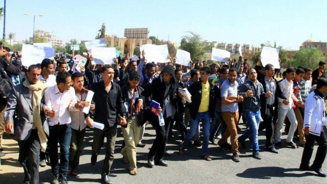 طلاب جامعة صنعاء يتظاهرون ضد الحوثيين
