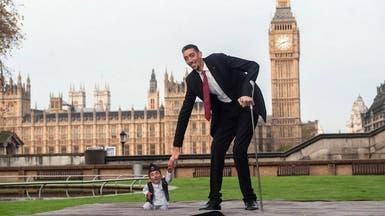 """""""غينيس"""" تنظم لقاء بين أطول رجال العالم وأقصرهم بلندن"""