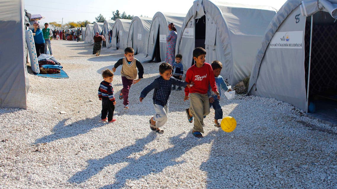 Kurdish refugee children from the Syrian town of Kobani play at a refugee camp in the border town of Suruc, Sanliurfa province November 18, 2014. REUTERS/Osman Orsal (TURKEY - Tags: POLITICS CONFLICT SOCIETY)