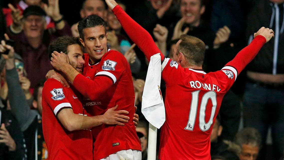 Manchester United's Juan Mata (L) celebrates his goal with teammates Robin van Persie (C) and Wayne Rooney during their English Premier League soccer match against Crystal Palace at Old Trafford in Manchester, northern England, November 8, 2014. REUTERS/Andrew Yates (BRITAIN - Tags: SPORT SOCCER) FOR EDITORIAL USE ONLY. NOT FOR SALE FOR MARKETING OR ADVERTISING CAMPAIGNS. EDITORIAL USE ONLY. NO USE WITH UNAUTHORIZED AUDIO, VIDEO, DATA, FIXTURE LISTS, CLUB/LEAGUE LOGOS OR 'LIVE' SERVICES. ONLINE IN-MATCH USE LIMITED TO 45 IMAGES, NO VIDEO EMULATION. NO USE IN BETTING, GAMES OR SINGLE CLUB/LEAGUE/PLAYER PUBLICATIONS.