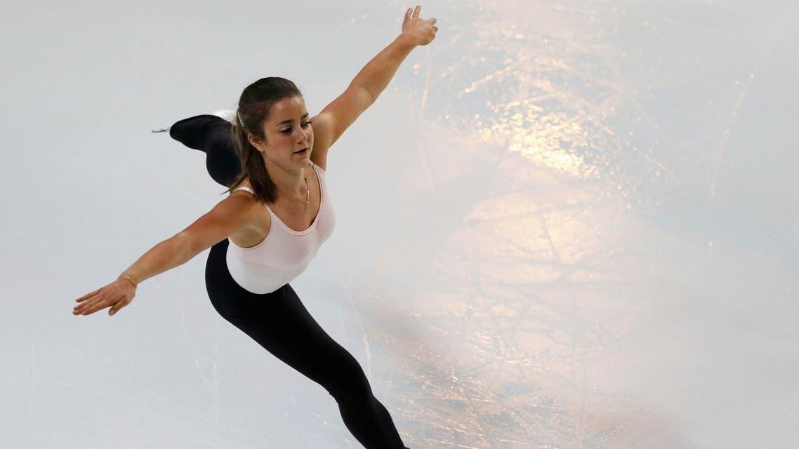 الكندية فيرونيك ماليه تتدرب قبل دخول بطولة التزلج في بوردو